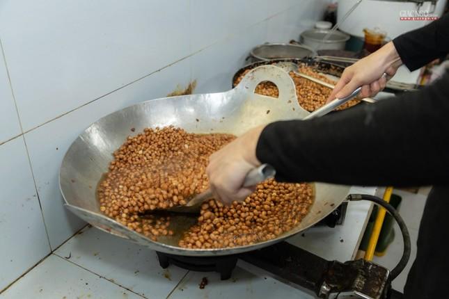 [ẢNH] Một ngày ở bếp chùa phục vụ gần 10.000 suất ăn cho lực lượng tuyến đầu chống dịch ảnh 84