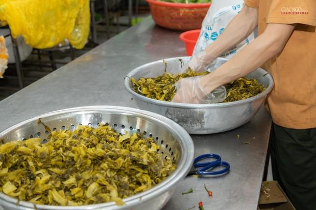[ẢNH] Một ngày ở bếp chùa phục vụ gần 10.000 suất ăn cho lực lượng tuyến đầu chống dịch ảnh 85