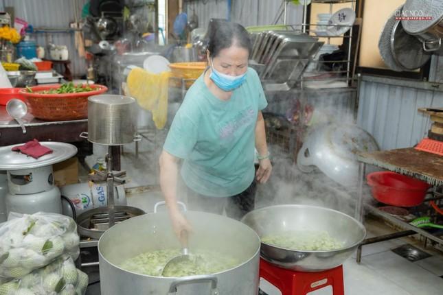 [ẢNH] Một ngày ở bếp chùa phục vụ gần 10.000 suất ăn cho lực lượng tuyến đầu chống dịch ảnh 88