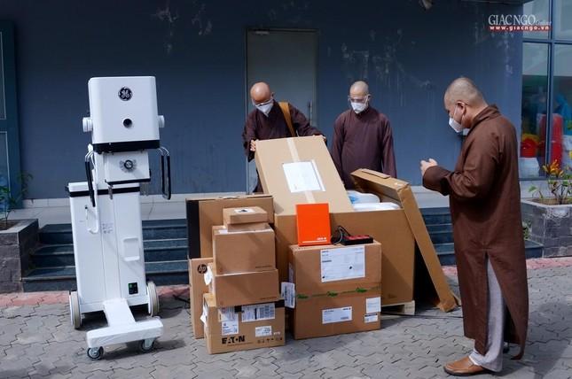 Ban Trị sự Phật giáo TP.HCM hỗ trợ máy X-quang cho Bệnh viện Dã chiến số 10 ảnh 1