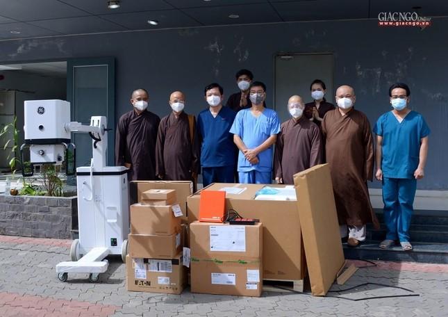 Ban Trị sự Phật giáo TP.HCM hỗ trợ máy X-quang cho Bệnh viện Dã chiến số 10 ảnh 10