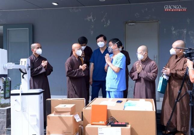 Ban Trị sự Phật giáo TP.HCM hỗ trợ máy X-quang cho Bệnh viện Dã chiến số 10 ảnh 2
