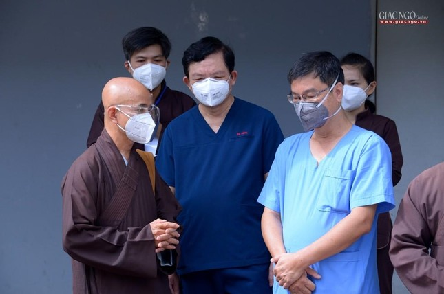 Ban Trị sự Phật giáo TP.HCM hỗ trợ máy X-quang cho Bệnh viện Dã chiến số 10 ảnh 6
