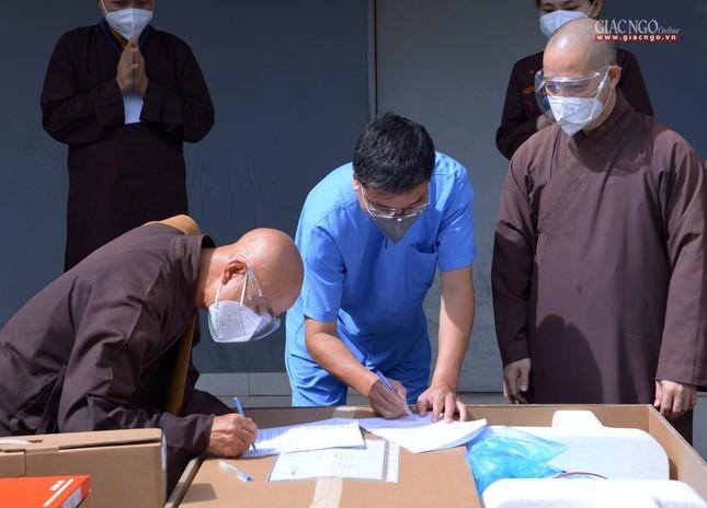Ban Trị sự Phật giáo TP.HCM hỗ trợ máy X-quang cho Bệnh viện Dã chiến số 10 ảnh 7