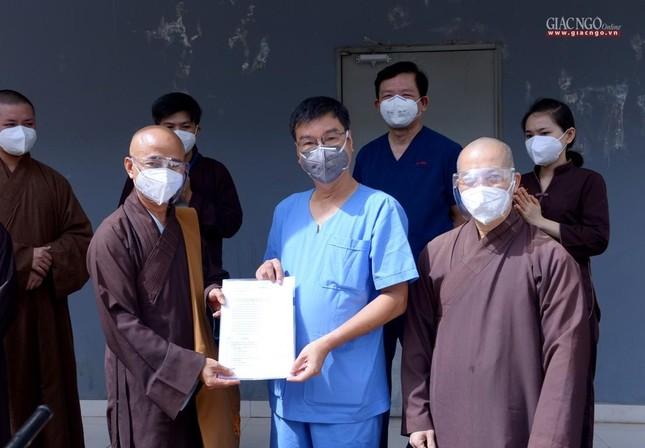 Ban Trị sự Phật giáo TP.HCM hỗ trợ máy X-quang cho Bệnh viện Dã chiến số 10 ảnh 3