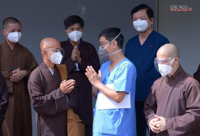 Ban Trị sự Phật giáo TP.HCM hỗ trợ máy X-quang cho Bệnh viện Dã chiến số 10 ảnh 9