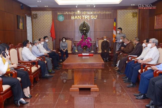 Ban Trị sự Phật giáo TP.HCM tiếp tục tổ chức trao tặng 10 xe cứu thương đến các bệnh viện ảnh 1