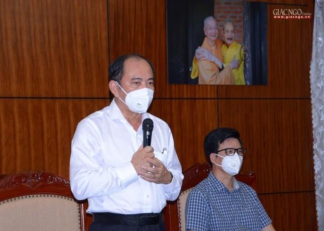 Ban Trị sự Phật giáo TP.HCM tiếp tục tổ chức trao tặng 10 xe cứu thương đến các bệnh viện ảnh 4