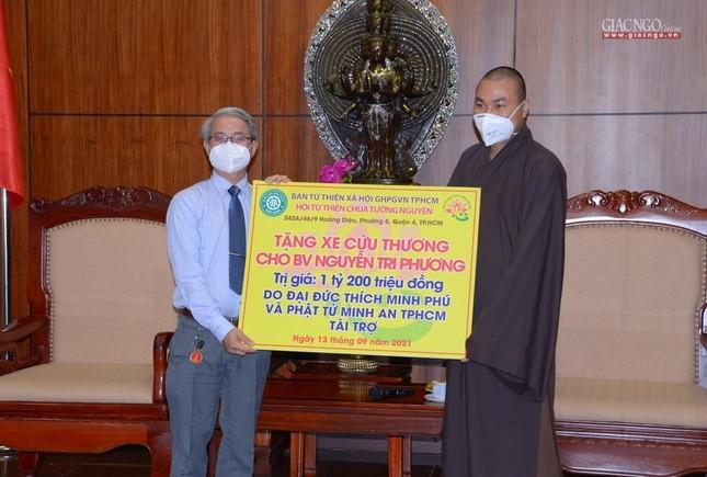 Ban Trị sự Phật giáo TP.HCM tiếp tục tổ chức trao tặng 10 xe cứu thương đến các bệnh viện ảnh 12