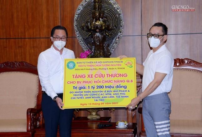 Ban Trị sự Phật giáo TP.HCM tiếp tục tổ chức trao tặng 10 xe cứu thương đến các bệnh viện ảnh 17