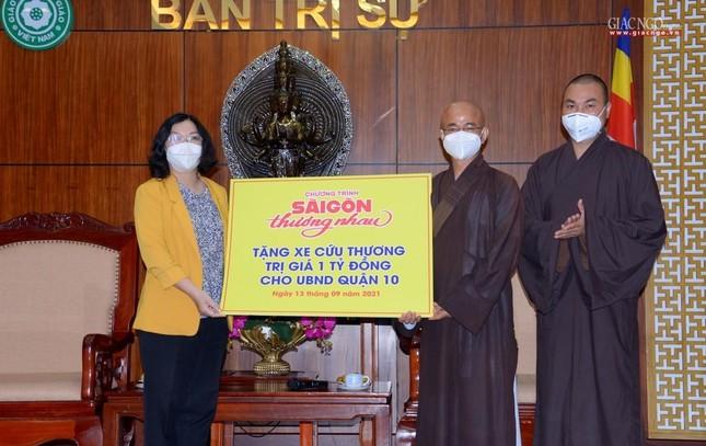 Ban Trị sự Phật giáo TP.HCM tiếp tục tổ chức trao tặng 10 xe cứu thương đến các bệnh viện ảnh 19
