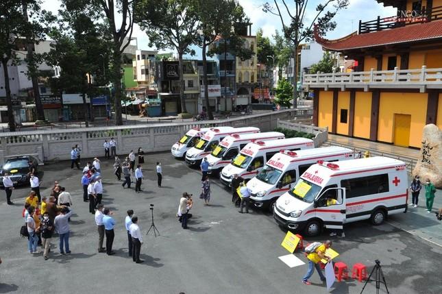 Ban Trị sự Phật giáo TP.HCM tiếp tục tổ chức trao tặng 10 xe cứu thương đến các bệnh viện ảnh 23