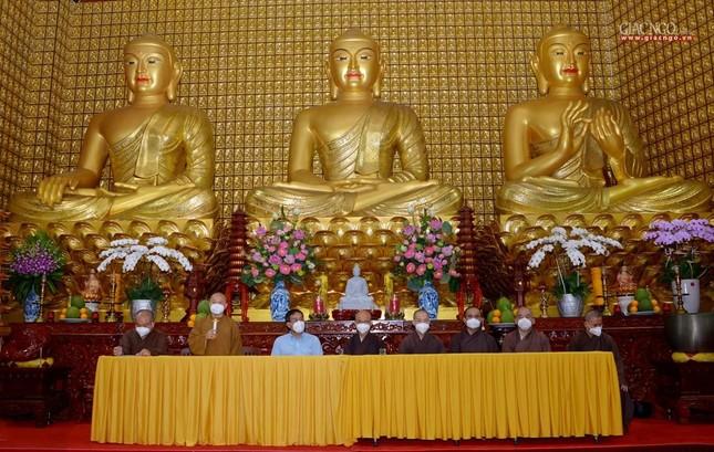 Ban Trị sự GHPGVN TP.HCM thăm các chùa Vĩnh Nghiêm, Giác Ngộ, Tường Nguyên, Nam Thiên Nhất Trụ ảnh 3