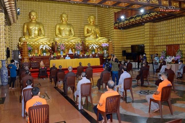 Ban Trị sự GHPGVN TP.HCM thăm các chùa Vĩnh Nghiêm, Giác Ngộ, Tường Nguyên, Nam Thiên Nhất Trụ ảnh 15