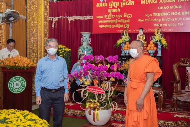 Phó Thủ tướng Thường trực Trương Hòa Bình thăm và tặng quà tại chùa Chantarangsay ảnh 3