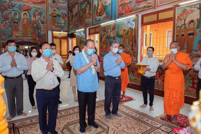 Phó Thủ tướng Thường trực Trương Hòa Bình thăm và tặng quà tại chùa Chantarangsay ảnh 1