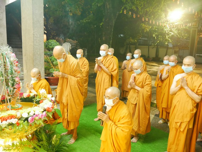 Tịnh xá Trung Tâm tổ chức nội bộ Kính mừng Phật đản Phật lịch 2565 ảnh 1
