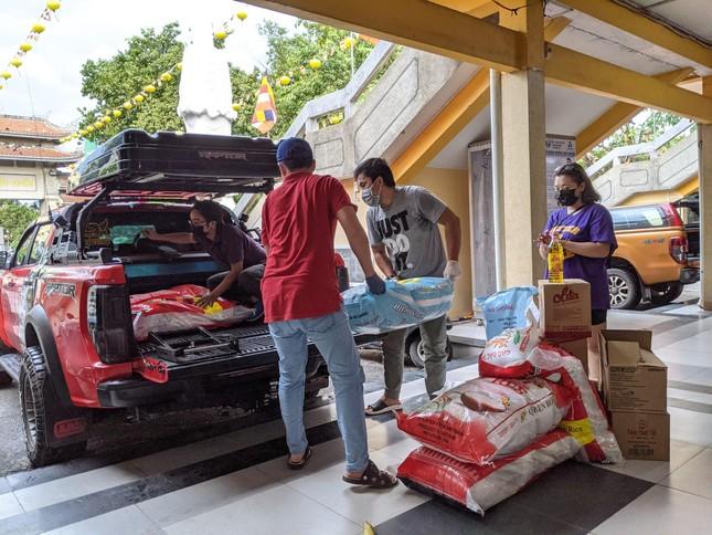 Ban Từ thiện - Xã hội Phật giáo TP.HCM hỗ trợ hơn 12.000 phần quà tại các khu cách ly ảnh 2