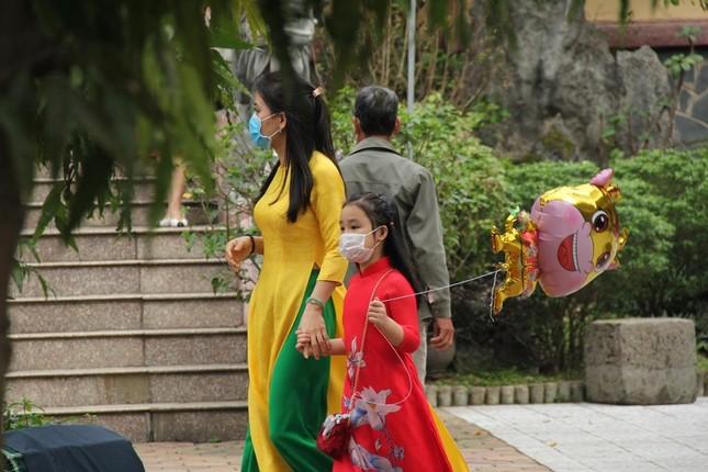 Người dân cố đô đi chùa đầu năm ảnh 8
