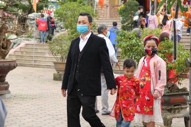 Người dân cố đô đi chùa đầu năm ảnh 9