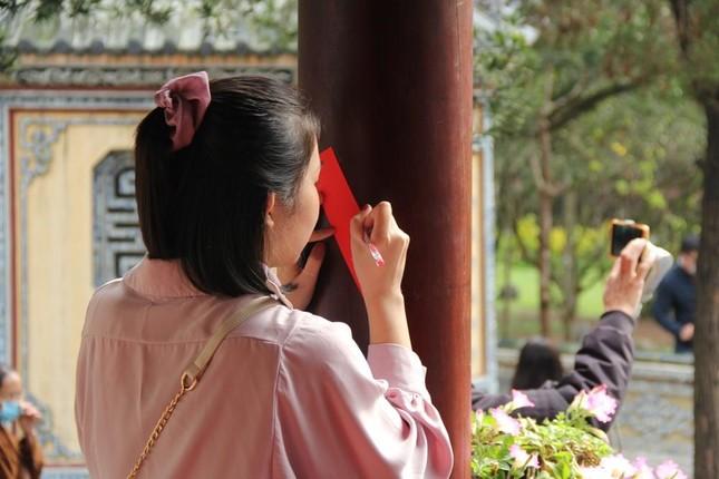 Người dân cố đô đi chùa đầu năm ảnh 3
