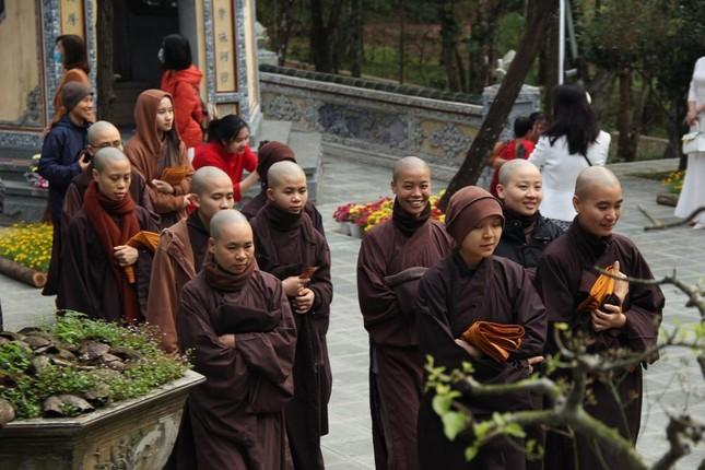 Người dân cố đô đi chùa đầu năm ảnh 4