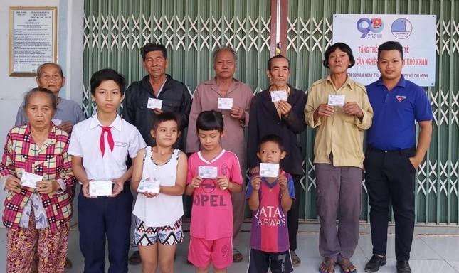Các đoàn từ thiện tặng quà, trao học bổng ảnh 3