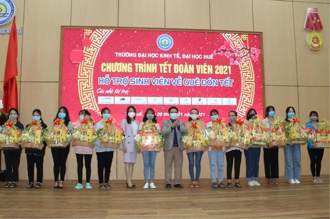 Quỹ Tương trợ Việt Nam, chùa Thường Quang bàn giao phòng học, nhà và tặng quà Tết ảnh 3