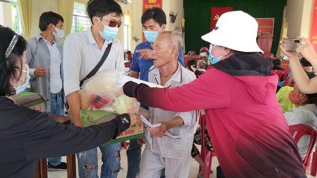Chùa Văn Thánh khánh thành cầu, đoàn từ thiện trao quà Tết ảnh 1