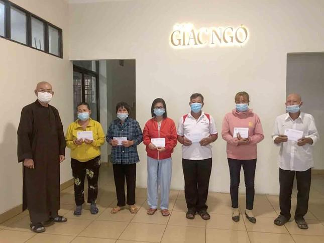 Bạn đọc báo Giác Ngộ cúng dường chùa, ủng hộ bệnh nhân khó khăn ảnh 1