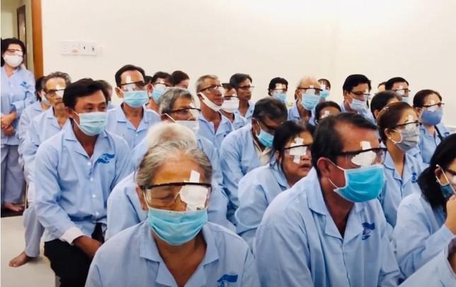 Phẫu thuật 100 ca ghép thủy tinh thể nhân tạo cho bệnh nhân nghèo ảnh 1