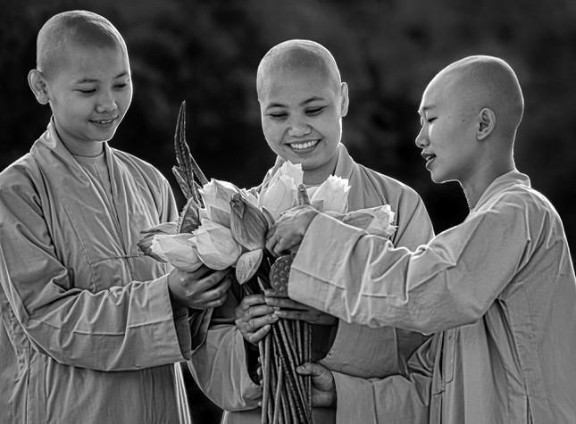 """Nhiếp ảnh gia Trần Thế Phong ra mắt sách ảnh """"Cười"""" ảnh 1"""