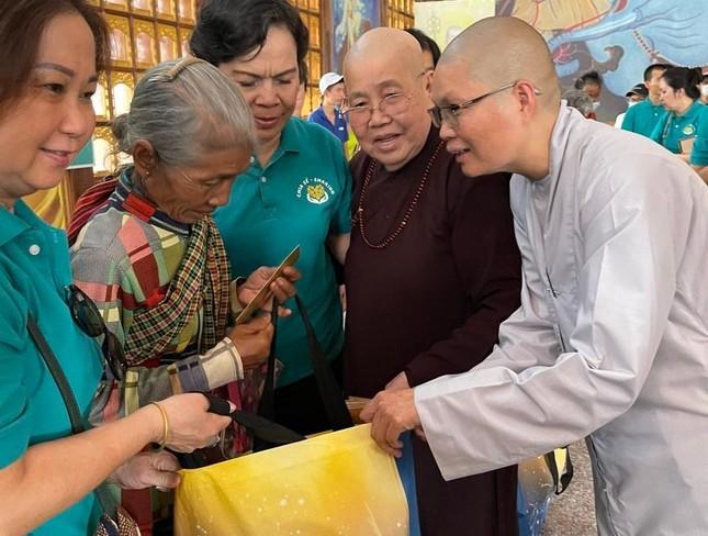 Ban TTXH Phật giáo TP.HCM, nhóm Chia Sẻ - Sharing trao quà vùng biên giới ảnh 3