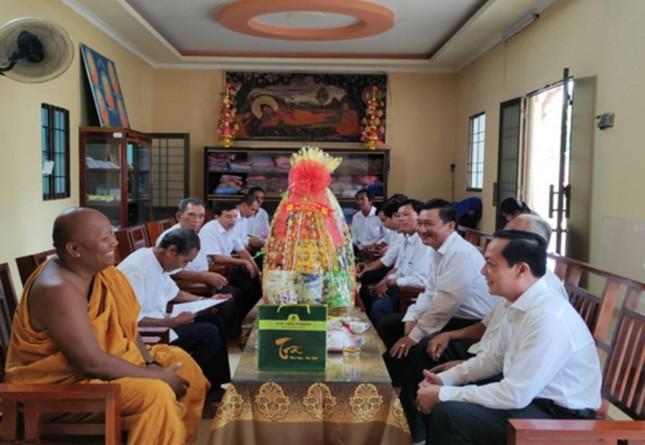 Trà Vinh: Lãnh đạo tỉnh chúc Tết Chôl Chnăm Thmây các chùa tại huyện Duyên Hải ảnh 1