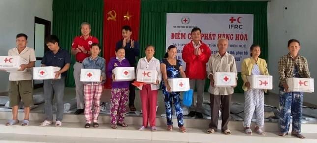 Trao 1.000 bộ dụng cụ nấu ăn, sửa nhà cho người dân huyện Phú Vang ảnh 1