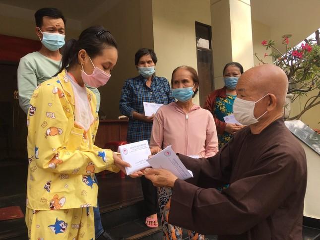 Gần 300 triệu đồng bạn đọc cúng dường chùa, ủng hộ bệnh nhân nghèo ảnh 1