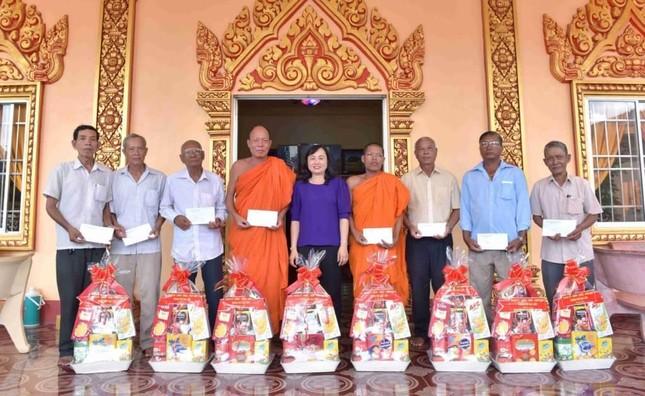 Bạc Liêu: Lãnh đạo các cơ quan chúc Tết Chôl Chnăm Thmây đến các tự viện ảnh 2