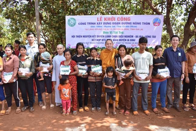 Khởi công xây đường bê-tông nông thôn tại làng Krung, xã Ia Tô ảnh 1