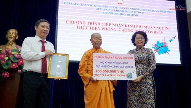 GHPGVN TP.HCM trao 1,5 tỷ đồng đóng góp mua vắc-xin Covid-19 cho người nghèo ảnh 4