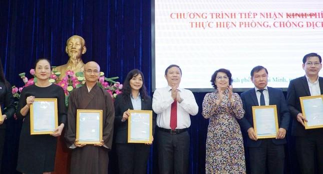 GHPGVN TP.HCM trao 1,5 tỷ đồng đóng góp mua vắc-xin Covid-19 cho người nghèo ảnh 3