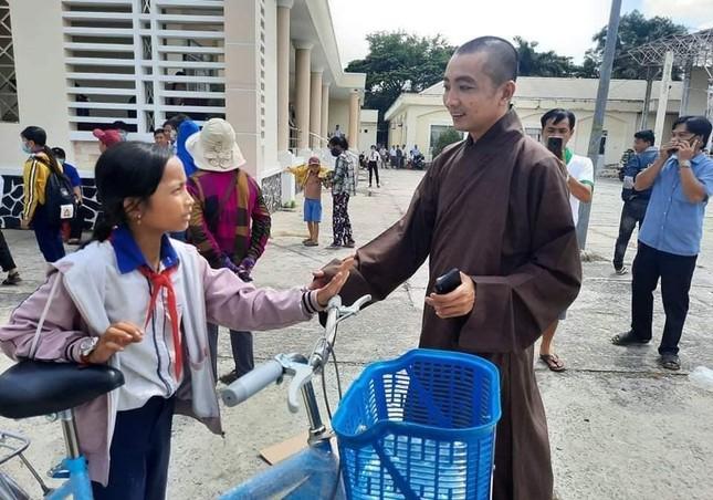 Trao 200 chiếc xe đạp cho học sinh nghèo tỉnh Đồng Tháp ảnh 1