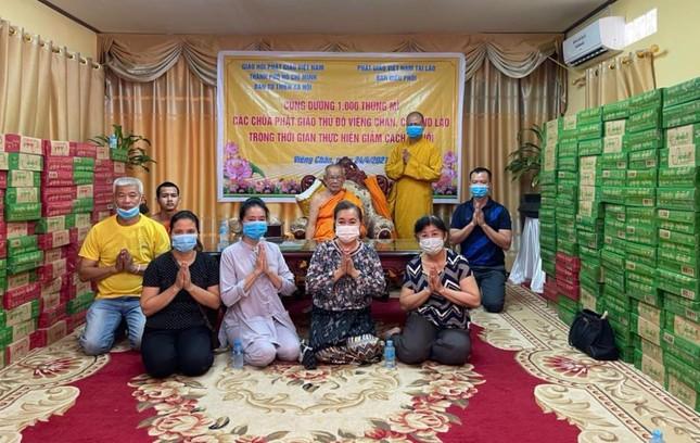 Giáo hội TP.HCM trao quà hỗ trợ chư Tăng Phật giáo Lào đang phong tỏa vì Covid-19 ảnh 1
