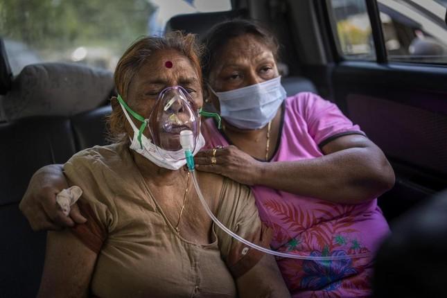 Chùm ảnh hiện thực dịch bệnh kinh hoàng ở Ấn Độ, dưới mỗi đống củi là một xác bệnh nhân - Ảnh 6.