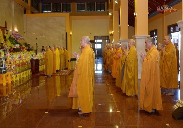 Trung ương GHPGVN và Ban Trị sự Phật giáo TP.HCM tưởng niệm Đại lão Hòa thượng Thích Từ Nhơn ảnh 8