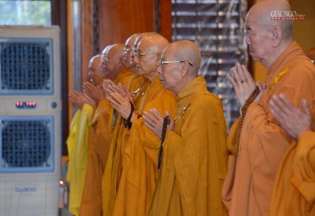 Trung ương GHPGVN và Ban Trị sự Phật giáo TP.HCM tưởng niệm Đại lão Hòa thượng Thích Từ Nhơn ảnh 4