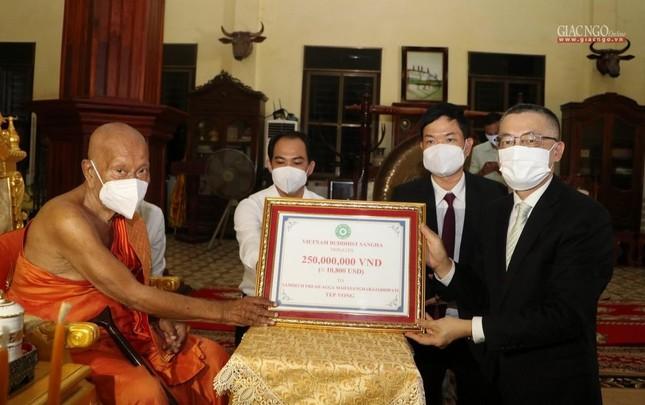 Giáo hội TP.HCM cúng dường đến chư Tăng tại Campuchia, Lào ảnh 2