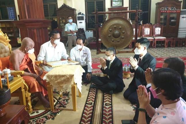 Giáo hội TP.HCM cúng dường đến chư Tăng tại Campuchia, Lào ảnh 1