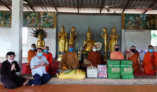 Giáo hội TP.HCM cúng dường đến chư Tăng tại Campuchia, Lào ảnh 4