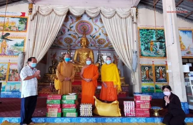 Giáo hội TP.HCM cúng dường đến chư Tăng tại Campuchia, Lào ảnh 3