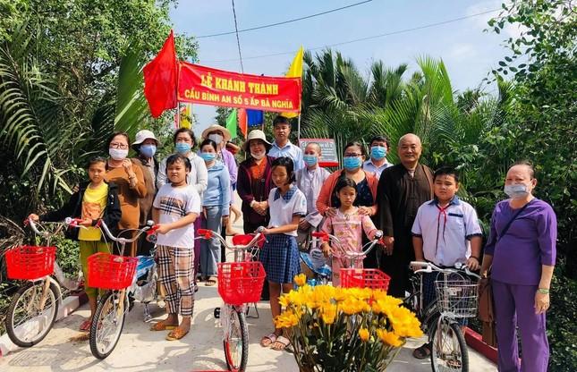 Khánh thành cầu Bình An, trao 5 xe đạp cho học sinh tại Long An ảnh 1